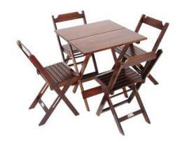 mesa e cadeira de madeira